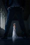 Una novia a contraluz en un paraje oscuro de Valladolid.